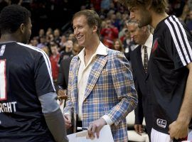 Terry Stotts, then the coach of the Portland Trail Blazers, honored the late Jack Ramsay with 1970s-inspired attire. (Image: Porter Lambert/Getty)