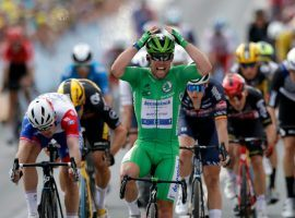 Mark Cavendish wins his second sprint stage this week for Deceuninck-QuickStep with a thrilling victory at Stage 6 in Chateauroux. (Image: AP)