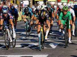 Wout Van Aert (center) won a sprint in Stage 21 Paris and denied Mark Cavendish (right in green) a 35th career stage win. (Image: Reuters)