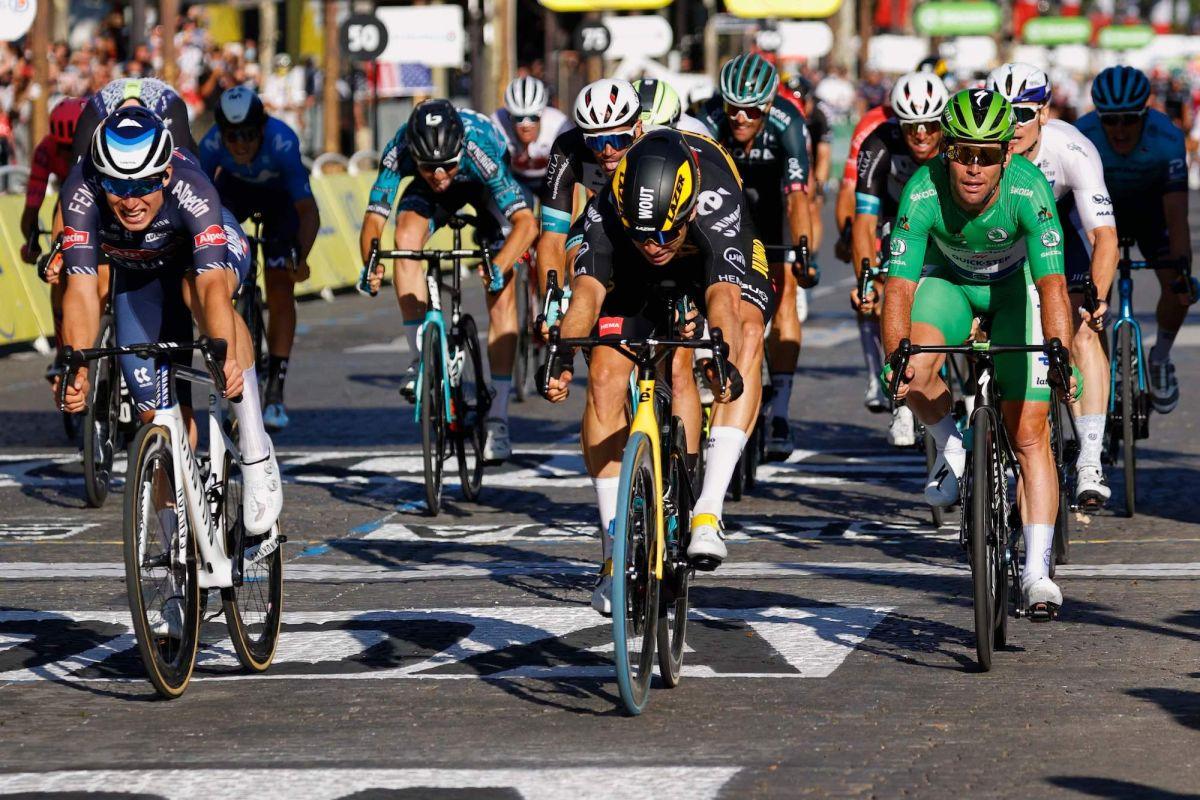 Mark Cavendish Tahap 21 Tour de France Le Paris Sprint Wout Van Aert