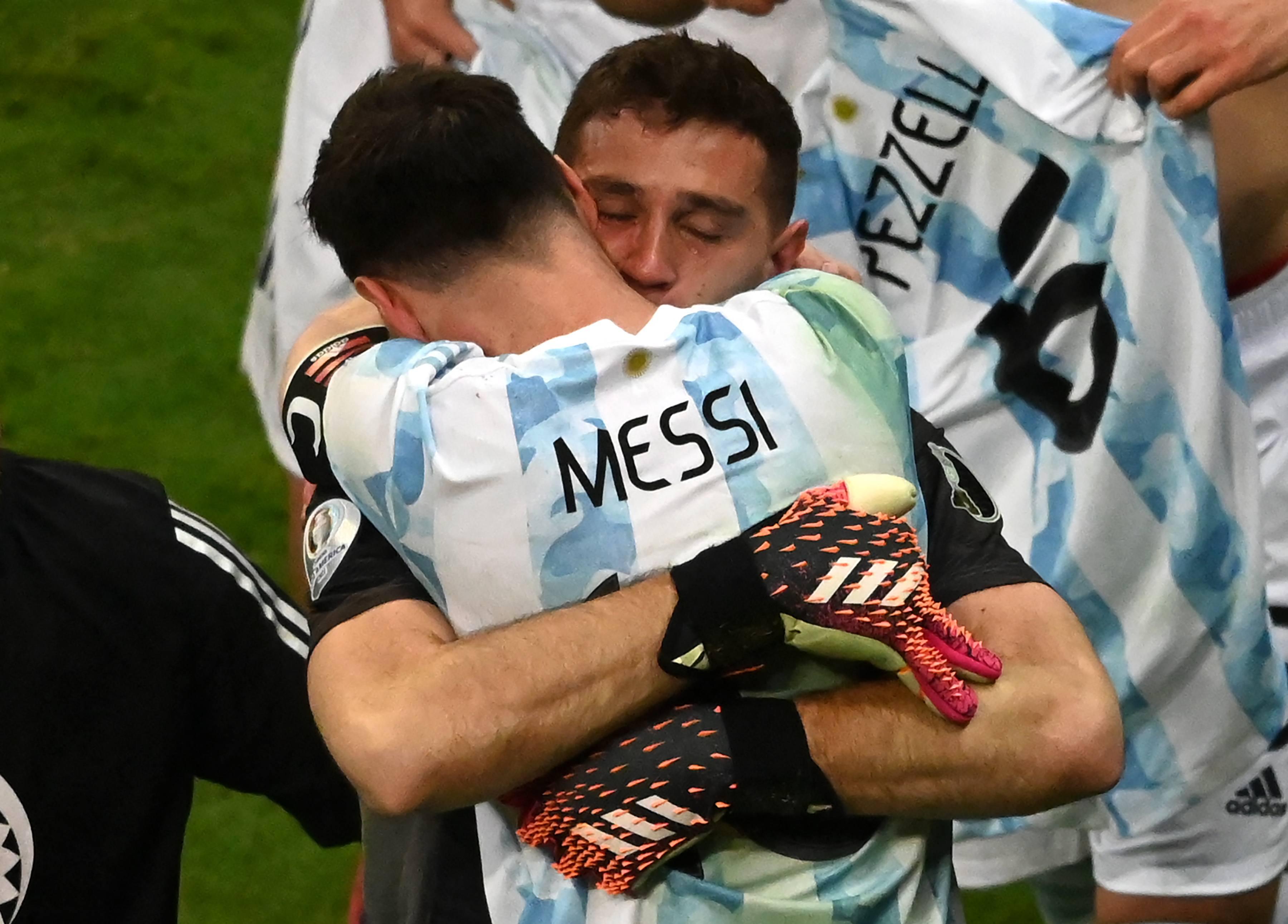 Messi dan Emiliano Martinez