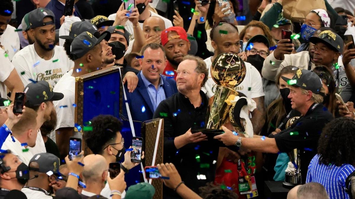 Milwaukee Bucks contract extension head coach Mike Budenholzer