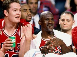 Luc Longley with Michael Jordan on the Chicago Bulls bench in 1996. (Image: Getty)