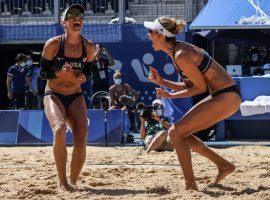 Americans April Ross (left) and Alix Klineman (right) will take on Australians Taliqua Clancy and Mariafe Artacho del Solar in the women's beach volleyball gold medal match. (Image: Robert Gauthier/Los Angeles Times)