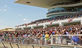 Arlington Park crowds like this made the Arlington Million one of the must-see races of the summer at any North American track. The 94-year-old Chicago-area track runs its final races Saturday. (Image: Arlington Park)