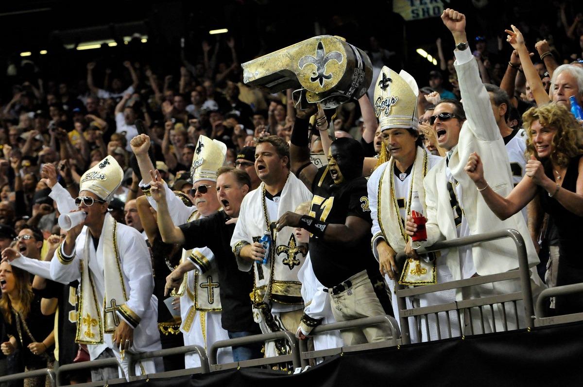Penggemar New Orleans Saints Superdome mengembalikan Badai Ida