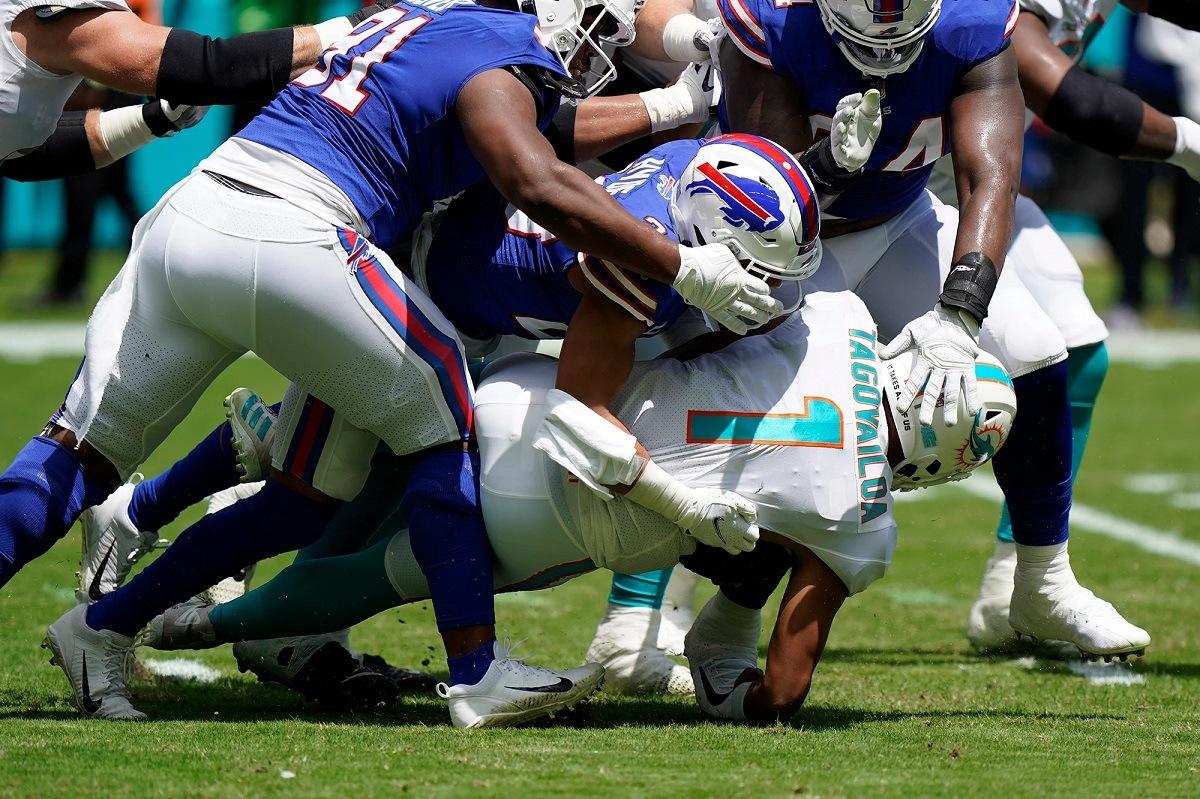 Tua Tagovailoa cedera tulang rusuk Miami Dolphins QB quarterback Buffalo Bills