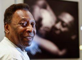 Pele underwent surgery at the weekend, as doctors found a tumor in his colon. (Image: Twitter/besoccer_ES)