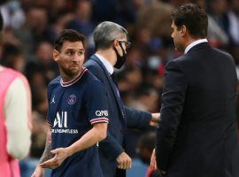 Messi looked confused after being subbed off during PSG's 2-1 win over Lyon on Saturday evening. (Image: Twitter/footballogue)