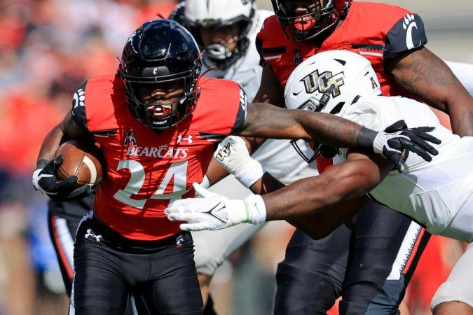 The Cincinnati Bearcats are now up to No. 2 in the AP Poll, and are starting to get more respect as a national championship contender. (Image: Aaron Doster/AP)