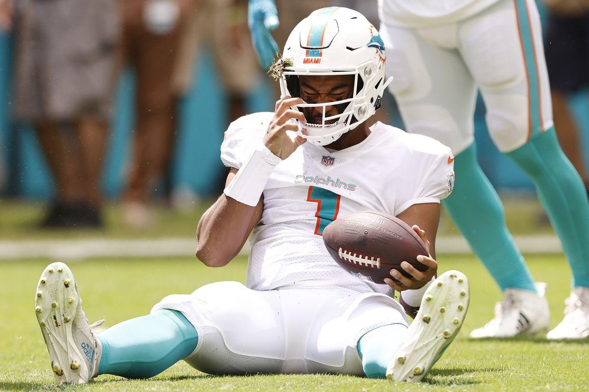 Miami Dolphins quarterback Tua Tagovailoa QB ribs injury Week 6