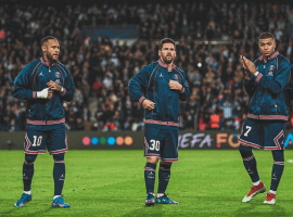Leo Messi (center) is part of a stellar attacking line for PSG this season, along with Neymar (left) and Kylian Mbappe (right). (Image: Twitter/everythinglm10)